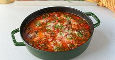 Italiensk kyllinggryte - Pollo alla cacciatore! | Gladkokken Cacciatore Recipes, Chili, Bacon, Soup, Ethnic Recipes, Chile, Soups, Chilis