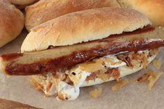 Hot dogit bratwurstin ja oluessa haudutetun hapankaalin kera (sweetfoodomine)