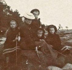 Maria, Alix, Olga, Anastasia and Tatiana, 1906