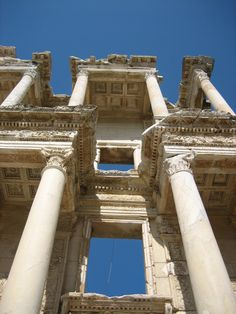 You may not know this, but ancient Greek architecture used to be just concrete (no reinforcing steel bars like concrete usually has today). Greece Architecture, Ancient Greek Architecture, Roman Architecture, Victorian Architecture, Architecture Student, Historical Architecture, Amazing Architecture, Architecture Details, Building Architecture