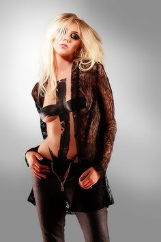 Taylor Momsen Vector - 001 by buzoluiz.deviantart.com on @DeviantArt
