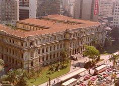 Década de 70 - Colégio Caetano de Campos, na praça da República.