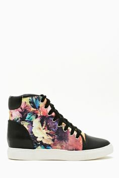 Blazing Bloom Sneaker - Nasty Gal