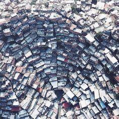 Vista aérea Petare, Caracas, Venezuela. sabanas y montañas de ranchos en caracas fruto de la democracia mal entendida,,,, y mientras tanto el campo abandonado.....