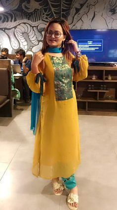 Kurtis neck designs for stylish look - Simple Craft Ideas Salwar Suit Neck Designs, Kurta Neck Design, Sari Blouse Designs, Salwar Designs, Kurta Designs Women, Kurti Designs Party Wear, Pakistani Dresses Casual, Pakistani Dress Design, Casual Dresses