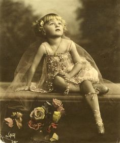 Baby Rose Louise Hovick (Gypsy Rose Lee) by Witzel Vintage Children Photos, Vintage Pictures, Old Pictures, Vintage Images, Old Photos, Vintage Abbildungen, Vintage Girls, Vintage Beauty, Vintage Postcards