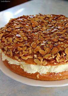 Jo and Sue: Bienenstich (Bee Sting Cake) - linda Rezepte Raw Food Recipes, Baking Recipes, Cake Recipes, Dessert Recipes, Dessert Ideas, Food Cakes, Cupcake Cakes, Cupcakes, Bratwurst