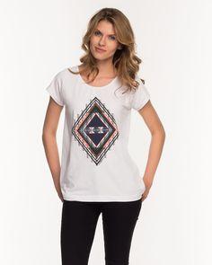 T-Shirt von CROSS Jeans in legerer Form mit mehrfarbigem Ethno Print auf der Vorderseite.  Material white: 92% Baumwolle, 8% Elasthan...