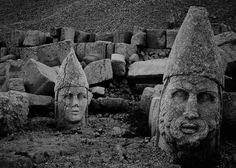 Heads at Mount Nemrut - Turkey [1170x836]
