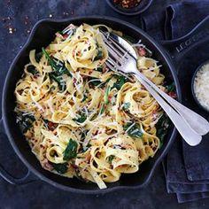 Pasta, spinat, soltørket tomat og parmesan er en deilig kombo. Ny oppskrift på @trinesmatblogg #matglede #thefeedfeed #matbloggsentralen #feedfeed #foodie #godtno #pasta Bacon, Baguette, Parmesan, Recipies, Spaghetti, Food Porn, Food And Drink, Pasta, Dinner