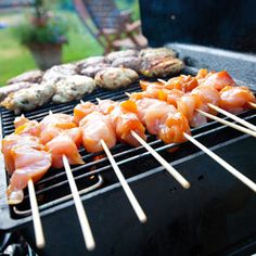 Top 10 Marinades (BBQ) I want to try the chicken kabobs. Barbecue Season makes for perfect family time at home! Amy Flowers Team Milton Real Estate - Milton Homes for Sale Bbq Cookbook, Bbq Roast, Healthy Cooking, Healthy Recipes, Kebabs, Skewers, Main Meals, Summer Recipes, Chicken Recipes