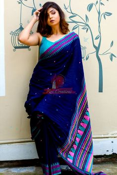 Call/WhatsApp : Unique and thoughtful craftsmanship makes our outfit different and even reserves its value for the future. Sambalpuri Saree, Bengali Saree, Saree Poses, Indian Silk Sarees, Trendy Sarees, Stylish Sarees, Simple Sarees, Cotton Saree Blouse Designs, Saree Blouse Patterns