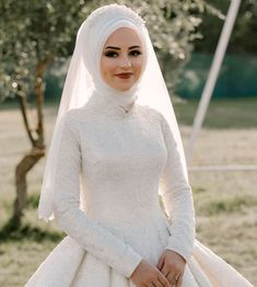 Good Friday to everyone 56 Turban Design & MakeUp @ meralpinarturbantasarim # henna # head design Muslimah Wedding Dress, Hijab Style Dress, Muslim Wedding Dresses, Muslim Brides, Dress Wedding, Muslim Couples, Wedding Outfits, Wedding Hijab Styles, Mode Turban
