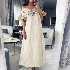 2 days left for Shop our 2018 kaftan collection in Abu Dhabi March Arab Fashion, 60 Fashion, Modest Fashion, African Fashion, Fashion Dresses, Mode Abaya, Mode Hijab, Oriental Fashion, Event Dresses
