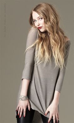 Love the blonde ombre... Once my hair grows out a couple more inches I'm getting it done.