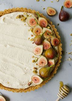 This honey mascarpone tart is a quick and simple mascarpone cream dessert with a salty graham cracker crust. The tart is finished with fresh figs and toasted pistachios. Fig Recipes, Tart Recipes, Sweet Recipes, Baking Recipes, Whole Food Recipes, Dessert Recipes, Dessert Tarts, Broccoli Recipes, Keto Recipes