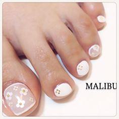 White-Nude Toe Nail Art #nailbook