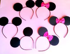 minnie mouse birthday party ideas, boy and girl mickey/minnie ears favors Minnie Mouse Theme, Minnie Mouse Baby Shower, Mickey Y Minnie, Mickey Party, Mickey Birthday, 3rd Birthday Parties, Birthday Fun, Birthday Ideas, Birthday Hats