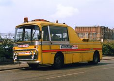 oldtime bus-tow wrecker (UK)