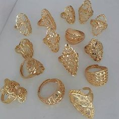 Gold Jewelry Design In India Gold Ring Designs, Gold Bangles Design, Gold Earrings Designs, Gold Jewellery Design, Gold Wedding Jewelry, Gold Jewelry Simple, Gold Rings Jewelry, Bridal Jewelry, Gold Necklaces