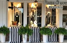 Own a Jewelry Store? Attract more customers with window displays like this retailer One of the best Independent Jewelry Store Window Display