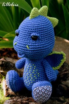 Yesterday we celebrated our little boys birthday. This amigurumi dragon was a gift for him. Actually it was a true crochet marathon, because I started with it only three days before his birthday. Crochet Amigurumi Free Patterns, Crochet Animal Patterns, Stuffed Animal Patterns, Crochet Animals, Crochet Wool, Crochet Gifts, Crochet Yarn, Crochet Dinosaur, Crochet Dragon