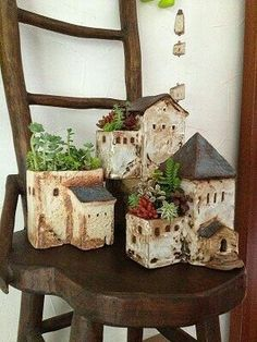 Little house flower pot Clay Houses, Ceramic Houses, Ceramic Planters, Ceramic Clay, Ceramic Flower Pots, Hand Built Pottery, Slab Pottery, Ceramic Pottery, Clay Projects