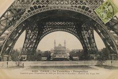 La Base de la Tour Eiffel Print at AllPosters.com