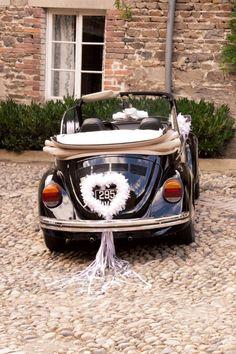 Autodekoration Hochzeit, Herz aus weißen Federn