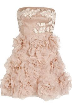 My first ever seen Valentino dress that. Im even now fall in love with it..
