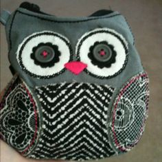 I wish the accents were red instead of pink, but I love my coin purse :)
