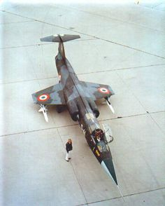 talian Air Force F-104S in original camouflage scheme with Sparrow missiles mounted under the wings, c. 1969.