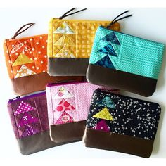 patchwork flying geese pouches are beautiful! Quilted Gifts, Quilted Bag, Pouch Pattern, Ideias Diy, Bag Patterns To Sew, Patchwork Bags, Fabric Bags, Zipper Bags, Zipper Pouch