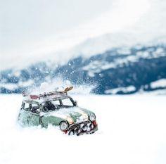 increible vean la nota completa en http://www.enfemenino.com/viajes/esta-cuenta-de-instagram-explora-el-mundo-en-un-coche-en-miniatura-s1863400.html#d917874-p18