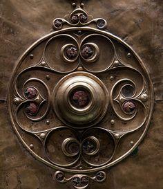 The Battersea bronze and enamel shield :British Museum, London Irish Celtic, Celtic Art, Renaissance Time, Alexandre Le Grand, Roman Legion, Irish Design, Celtic Culture, Archaeology News, Iron Age