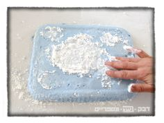blue sky blue+white home made marshmallows, Blue and white Jewish star shapes. לכבוד יום העצמאות, הדרכה להכנת מרשמלו ביתי בצורת מגן דוד בצבעי כחול ולבן http://shikmabenmelech.com/2015/04/22/%D7%9E%D7%AA%D7%95%D7%A7-%D7%9B%D7%97%D7%95%D7%9C-%D7%9C%D7%91%D7%9F/