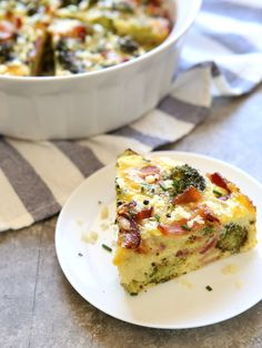 Roasted Broccoli and Bacon Crustless Quiche Completely Delicious - Mac and cheese Copycat Recipes, Keto Recipes, Cooking Recipes, Breakfast Bake, Breakfast Recipes, Low Carb Quiche, Crustless Broccoli Quiche, Quiche Recipes, Bacon