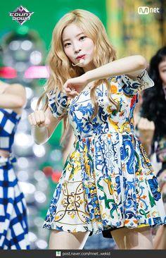 180719 엠카운트다운 트와이스 - Dance The Night Away 현장포토 : 네이버 포스트 Kpop Girl Groups, Korean Girl Groups, Kpop Girls, Nayeon, Red Ridding Hood, Show Dance, Twice Dahyun, Stage Outfits, Dance The Night Away