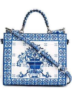 """Comprar Dolce & Gabbana bolso tote mediano tipo azulejo italiano """"Sicily"""" en Eraldo from the world's best independent boutiques at farfetch.com. Shop 300 boutiques at one address."""