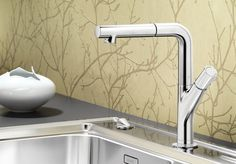 BLANCOYOVIS / BLANCOYOVIS-S - filigrane Optik durch naturnahe Form - mit ergonomisch, komfortabler Bedienung | BLANCO    Natural, Ergonomic and Comfortable design.    This is the faucet I chose for my own home I am currently designing.
