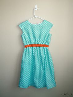 LOVE the contrast of aqua and orange on this Oliver + S Roller Skate Dress waistband || Siestas & Sewing