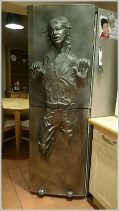Star Wars Han Solo in Carbonite Refrigerator - Tested Star Wars Pictures, Star Wars Images, Cool Pictures, Star Wars Room, Star Wars Decor, Star Wars Birthday, Star Wars Party, Han Solo Fridge, Objet Wtf