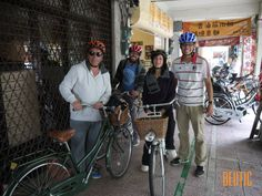 It is a cozy day to ride a bike with customer from UK. We visited some temples, Japanese heritages and enjoy the tasty peanut cookie and winter melon tea . Then, we headed to a well-known traditional market for some tasty vegetarian meals and local fruits . Then, Anping Coast is our next destination and we ride along the quiet bike path along the canal. There are some dancing kites far on the sky and a warship rested on the riverside. Finally, we went back to Tainan.