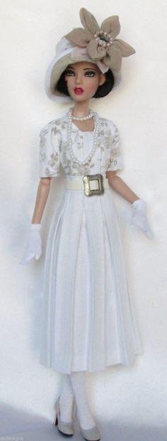roupa elegante e bonita para este Doll. Como um membro da realeza em um dia de primavera. by Divonsir Borges