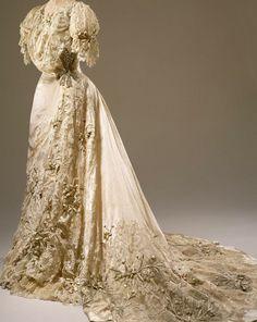 Consuelo Vanderbilt\'s wedding gown from her wedding to the Duke Of ...
