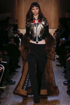 Givenchy Fall 2016 Ready-to-Wear Fashion Show