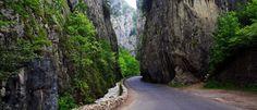 Romania redescoperita - Un site despre Romania si minunile ei European Holidays, Danube River, Moldova, Tourist Places, Lush Garden, Top 5, Cool Places To Visit, Romania, Waterfall