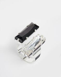 Ring von Krystal silberfarbene Optik Swarovski-Kristalle glattes, offenes Ringband 70% Swarovski-Kristalle, 30% Messing