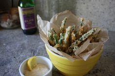 Panko battered green beans Panko Green Beans, Fried Green Beans, Buttered Noodles, Panko Bread Crumbs, Melted Butter, Side Dishes, Fries, Stuffed Peppers, Snacks