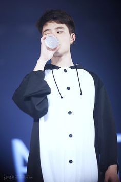 D.O. omg he looks like a penguin XD